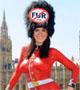 Peta nu contre la fourrure : bodypainting sur 2 femmes nues deguisees en garde anglais a Londres