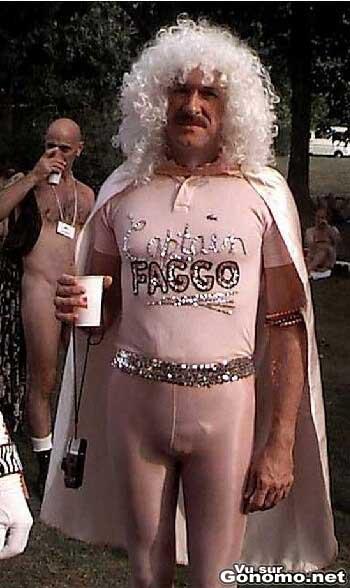 Captain Faggo : le super hero gay moustachu avec sa belle combinaison rose moulante ! :)
