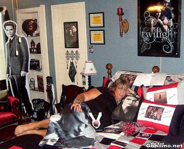 Fan de Robert Pattinson : elle est pas un peu vieille pour decorer sa chambre comme une ado ??