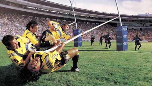 Rugby Fun : il va se faire catapulter de l autre cote du terrain pour marquer un essai !