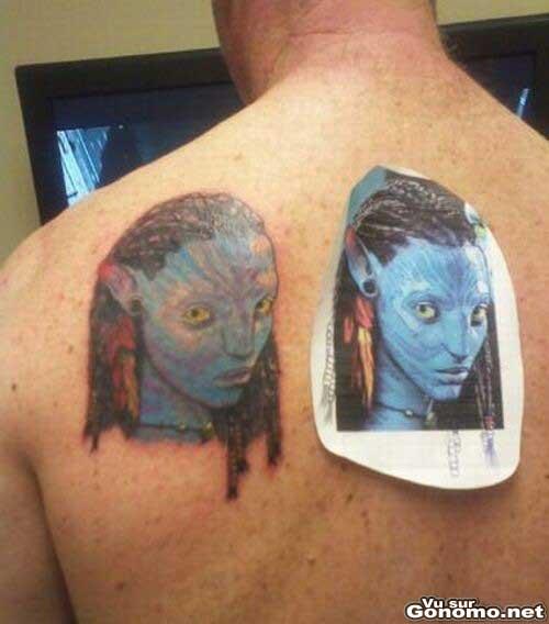 Tatouage Avatar : il se fait tatouer le visage d un Avatar dans le dos. Le resultat est pas top !