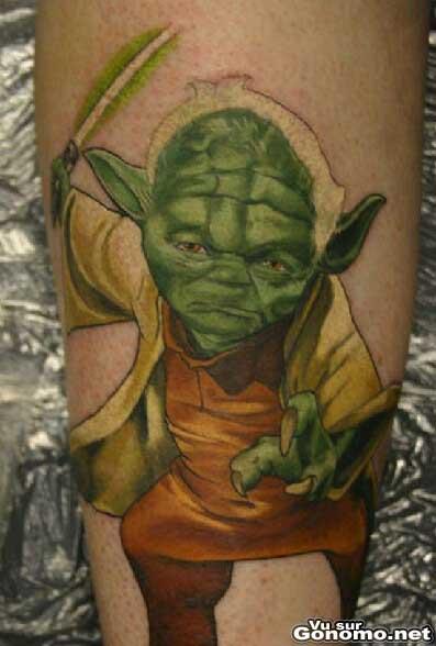 Un magnifique tatouage de Yoda qui parait plus vrai que nature
