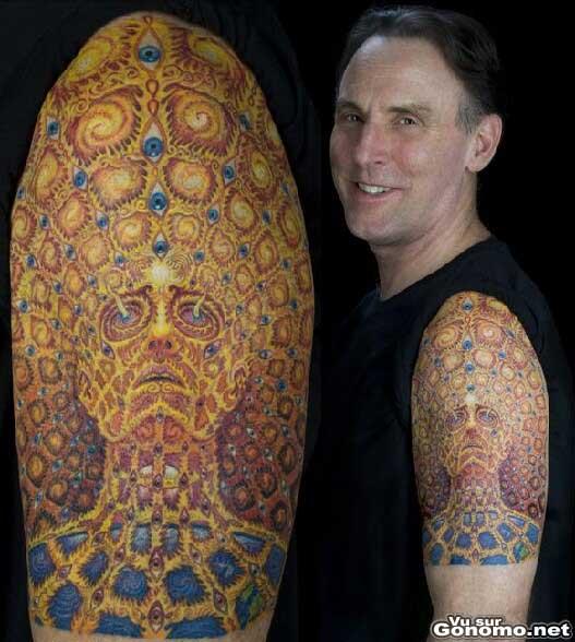 Il a du en passer des heures chez son tatoueur