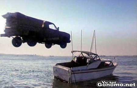 A mon avis ce bateau risque de ne pas supporter la collision avec cette voiture