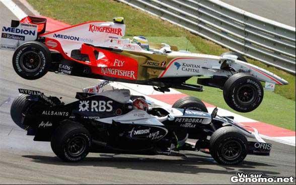 Facile de faire des saut avec une F1, la preuve !