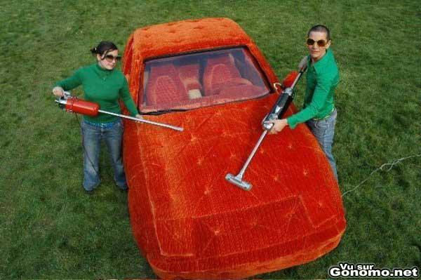Une Porsche entierement recouverte d une belle moquette orange