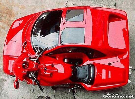 Excellent ce side car avec sa moto integree dans la carrosserie d une voiture