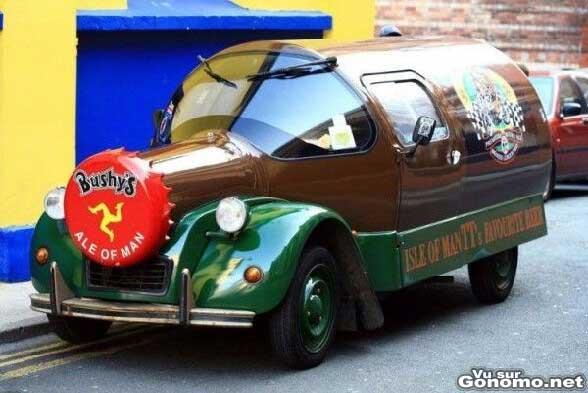 sympa cette voiture de la biere bushy s une voiture en forme de bouteille de biere bushy s. Black Bedroom Furniture Sets. Home Design Ideas