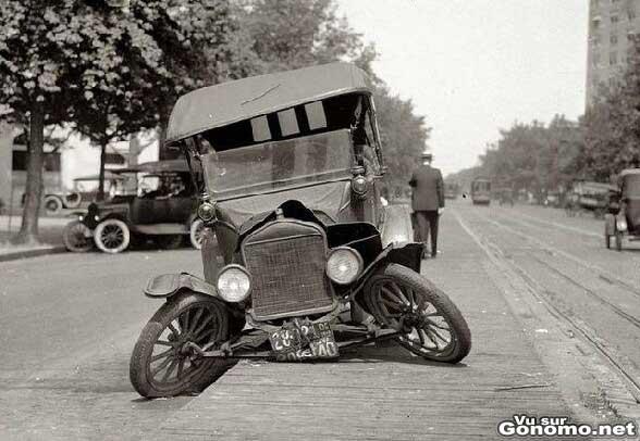 Une voiture qui fait la gueule